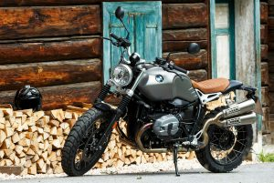 Moottoripyörä Naiselle